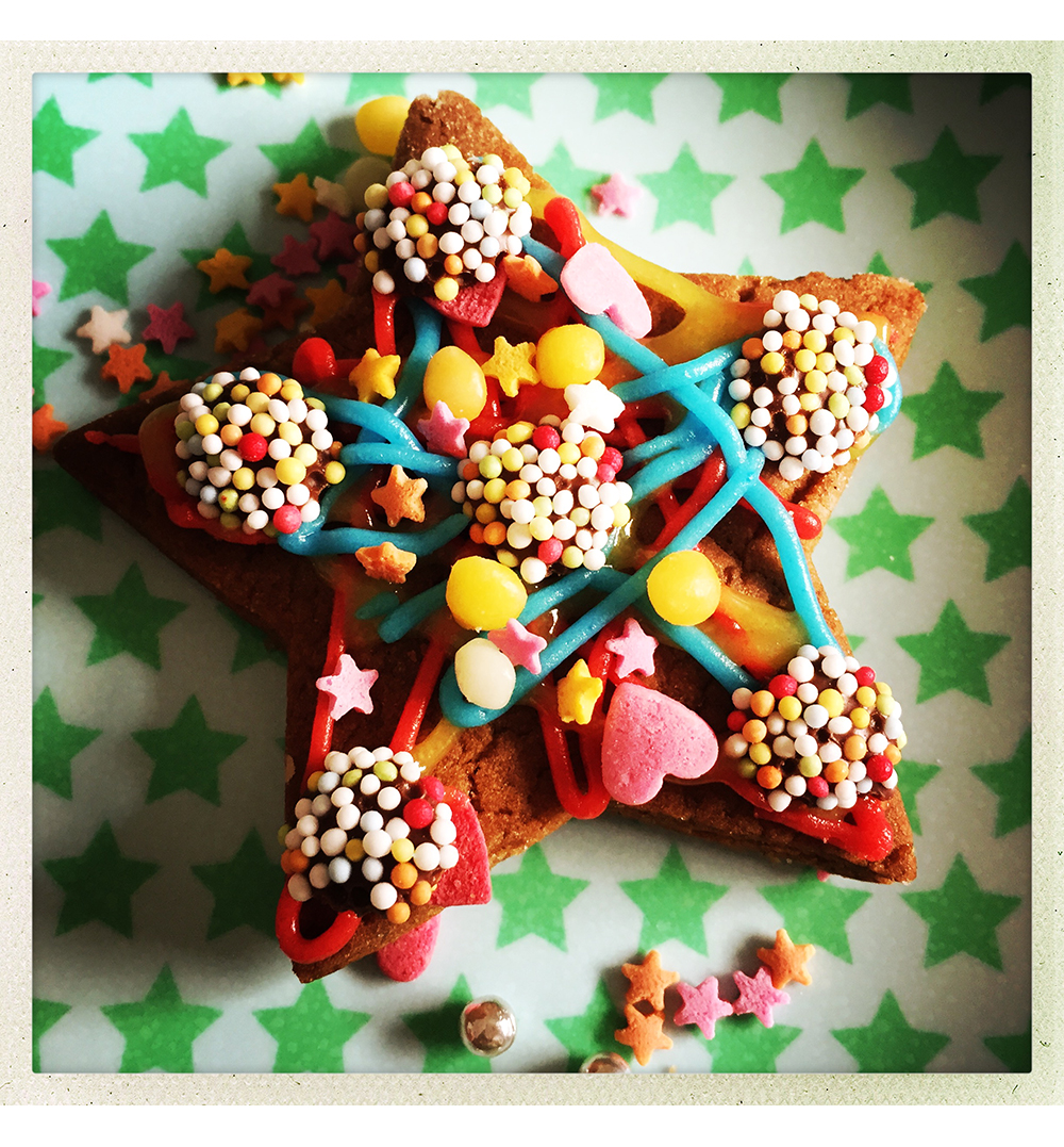 GINGERBREAD STAR DECORATED