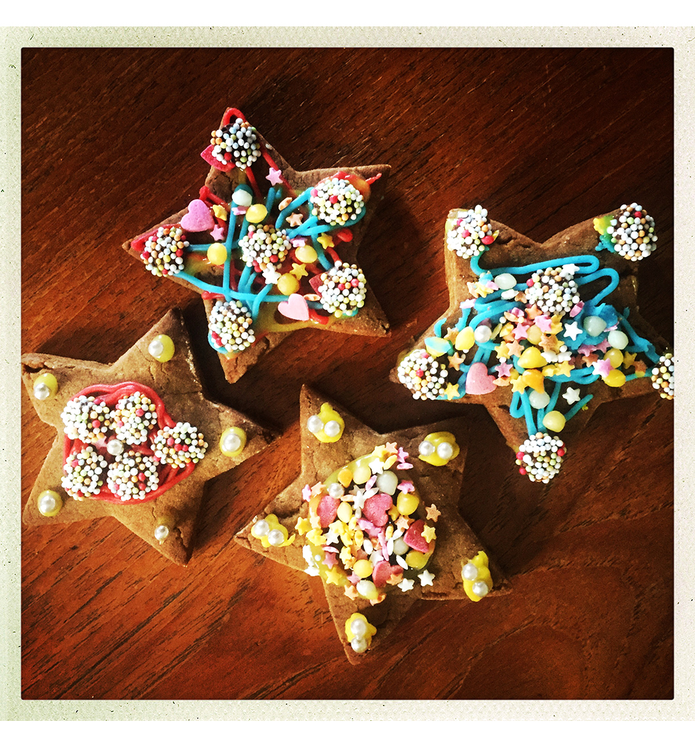 GINGERBREAD STARS DECORATED